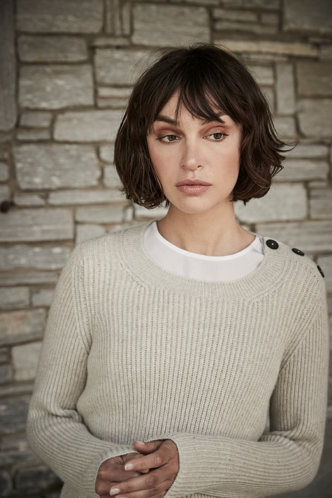 Beatrice wears our fisherman's rib stitch cashmere crew neck